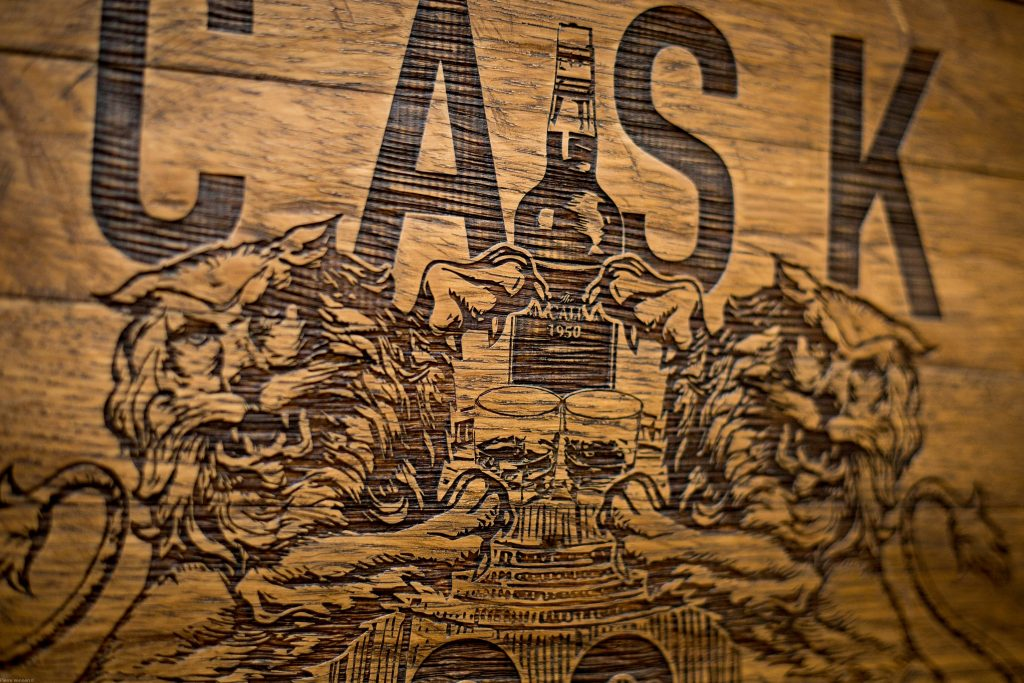 Laser engraved Oak Whisky Cask End for FaitMaiz