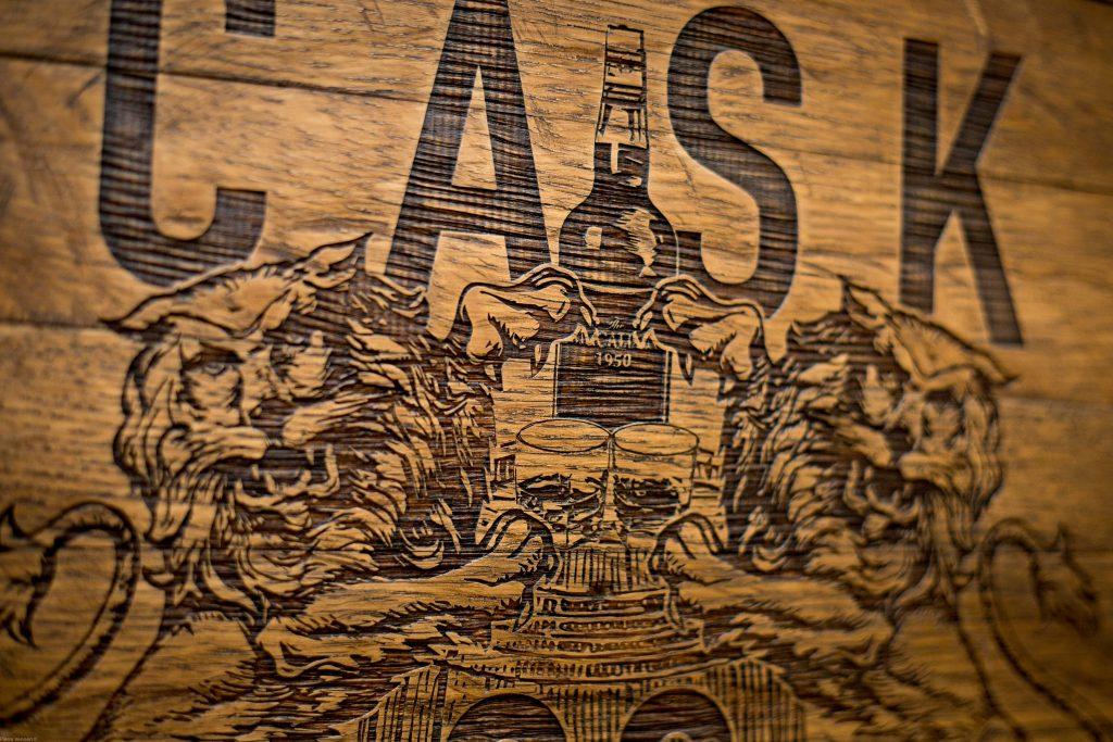 Laser engraved Oak Whisky Cask End for FaitMaiz